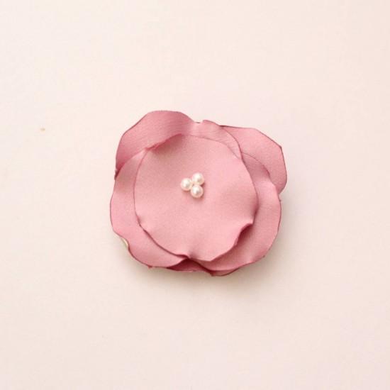 Agrafa floricica textila roz marsala